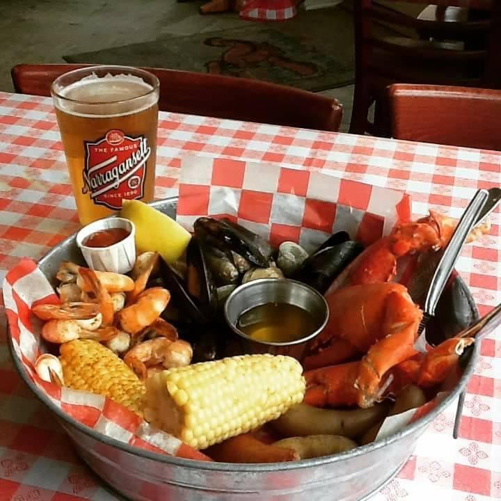 Foodie Friday Crew Visits Rock Lobstah!